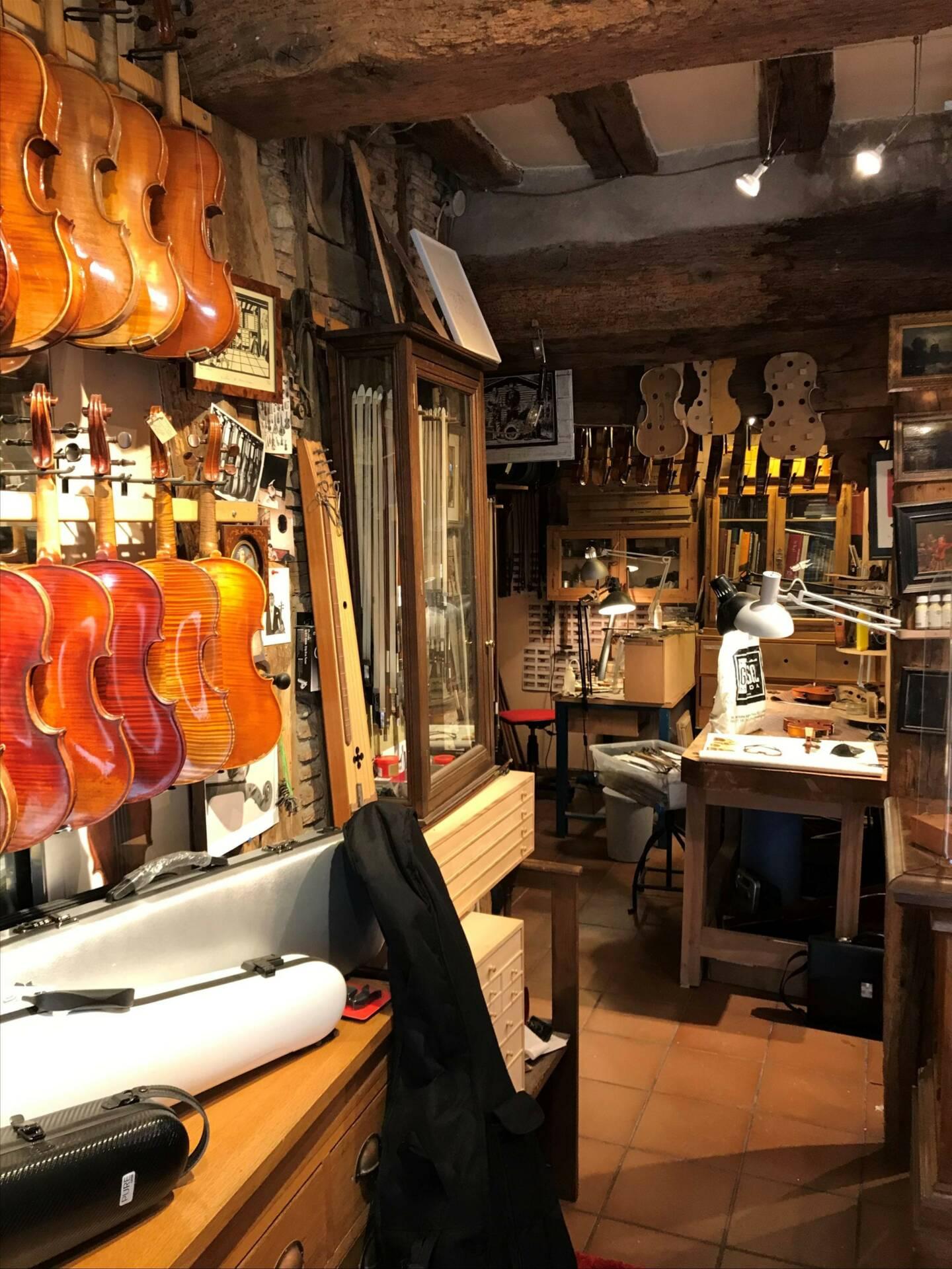 Un luthier expérimenté et passionné dans la région d'Orléans | Denis Caban